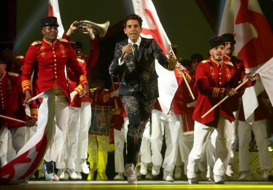 Mika en concert à l'Accor Hotels Arena de Bercy. Il aime Paris et le montre.
