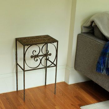 Side table SHAMA & hand carved wood