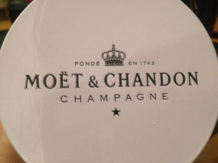 moet champagne valentine's day