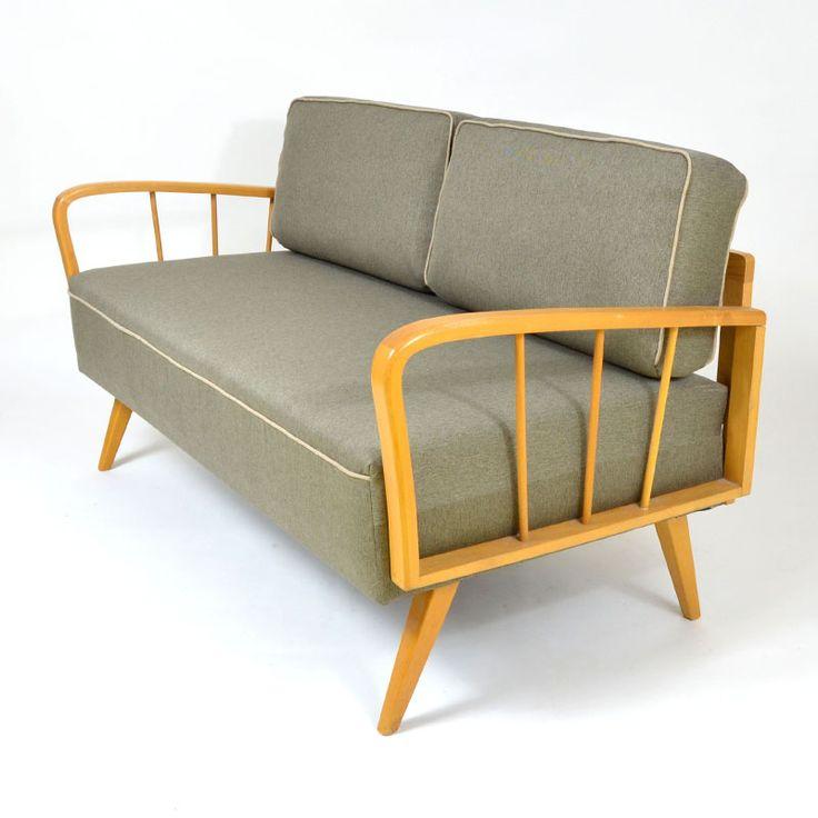 Gauč pro dva Stylový retro gauč pro dva subtilních rozměrů, vhodný do malých prostor. Kompletně zrepasováno, zpevněná konstrukce, nové čalounění včetně vnitřků. Německo 60. léta. Rozměry: délka 137 cm (složený) výška 76 cm hloubka 67 cm
