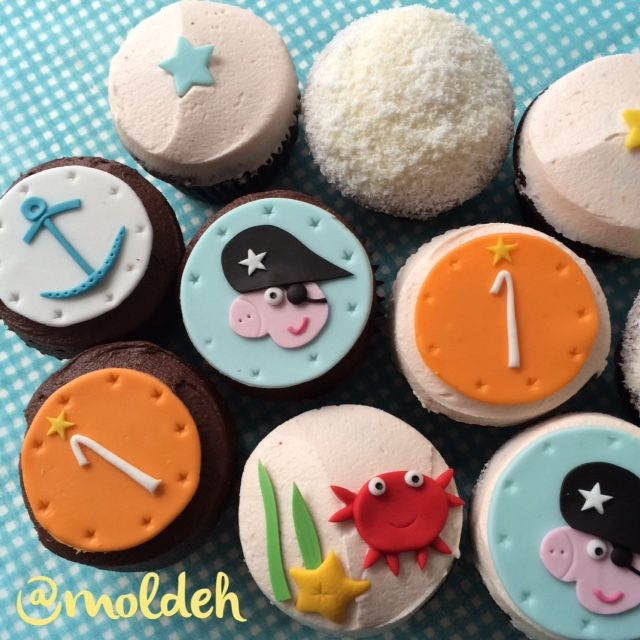 Cupcakes de George Pig Piraga para primer Cumpleaños // George Pig pirate first birthday Cupcakes