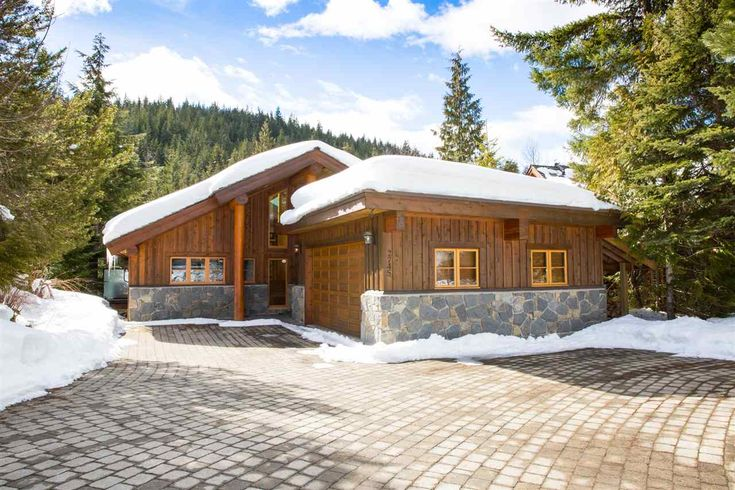 This custom built Whistler chalet is located in one of Whistler's friendliest family communities, Bayshores. Close to school, the valley trail, the lakes and Whistler Creekside Village​! 2745 MILLARS POND CRESCENT, Whistler, BC V0N 1B2