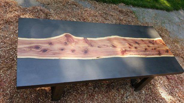 Holztisch aus Beton und Zeder