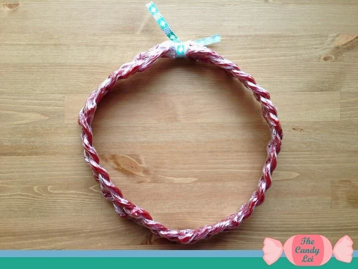 How to Make a Candy Lei Out of Twizzlers