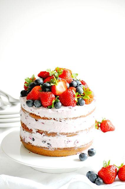 Elodie's Bakery: Strawberry and blackberry naked cake with blackcurrant mascarpone cream | Naked cake aux fruits rouges et crème mascarpone au cassis
