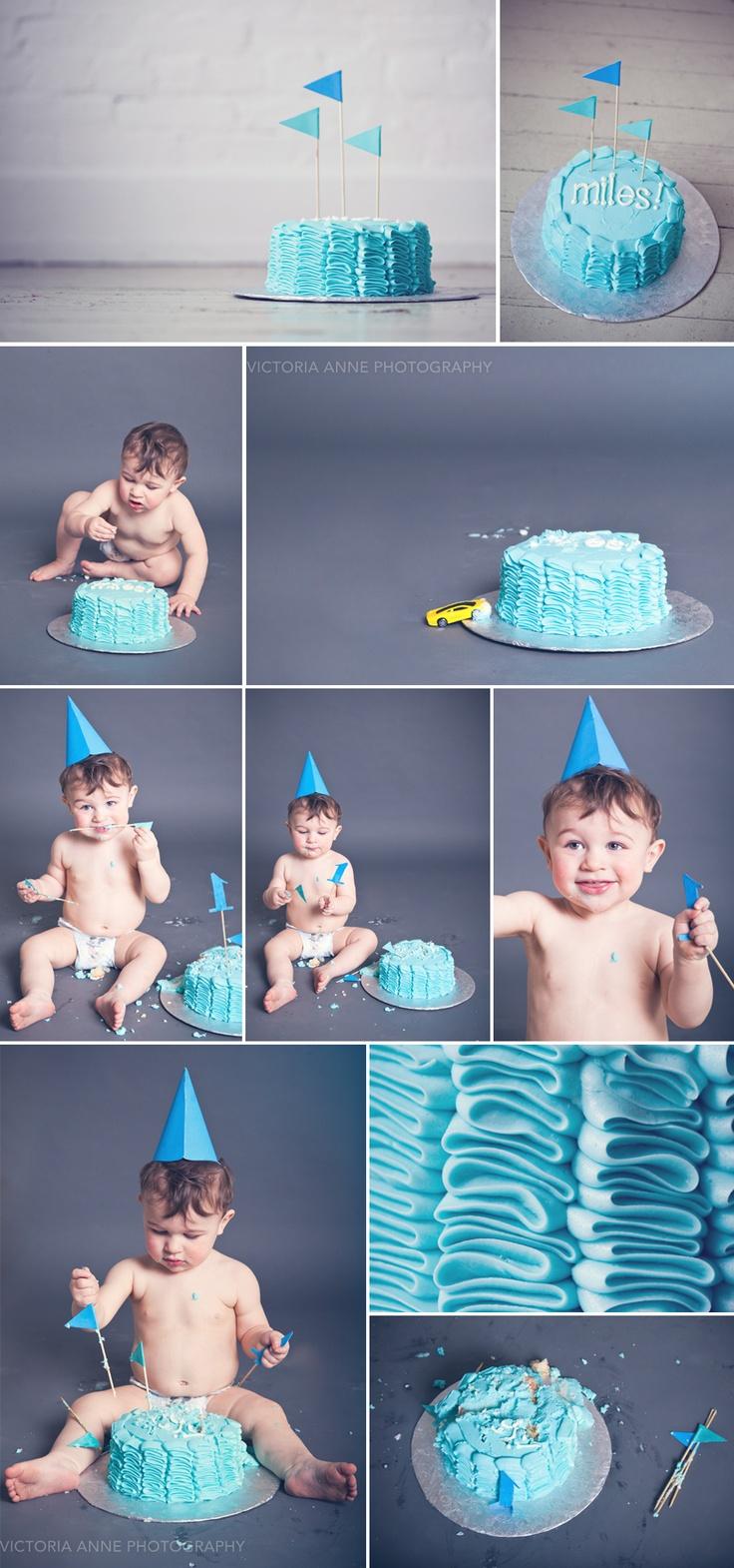 One year birthday boy cake smash | #cakesmash | Victoria Anne Photography