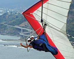 HangglideOZ offers the thrill of tandem hang gliding (30 minute trial introductory flight) from world famous Bald Hill in Stanwell Park and Hill 60 in Wollongong.