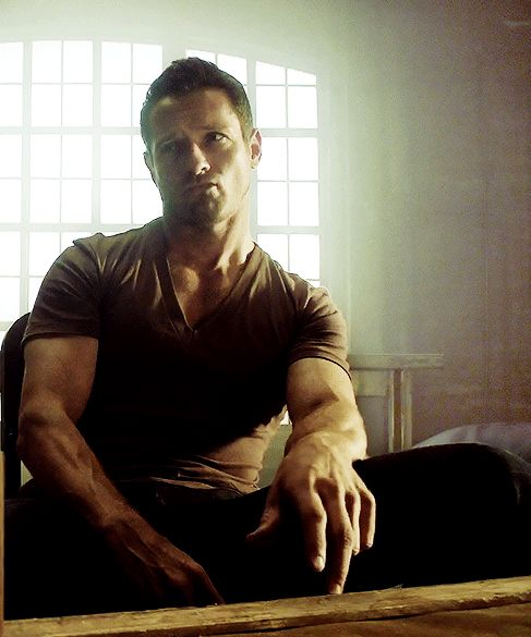 Ladies and Gentlemen, the amazing Ian Bohen. Uncle Peter Hale. Teen Wolf.