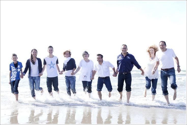 Familiereportage op het strand in Zeeland - Caroline de Reus Fotografie