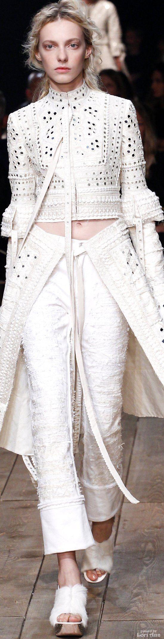 Alexander McQueen         Spring 2016.         Ready To Wear
