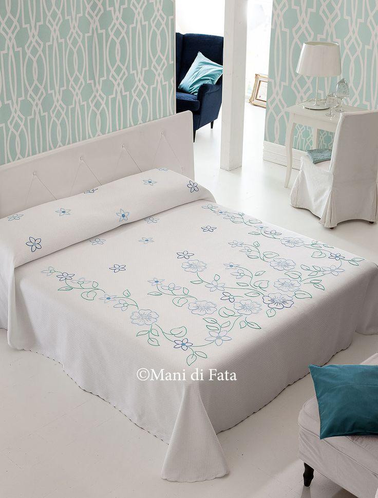 Copriletto matrimoniale http://www.manidifata.it/copriletto-piquet-disegnato-21503037-html.html