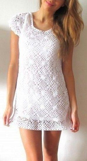 Белое платье из квадратных мотивов