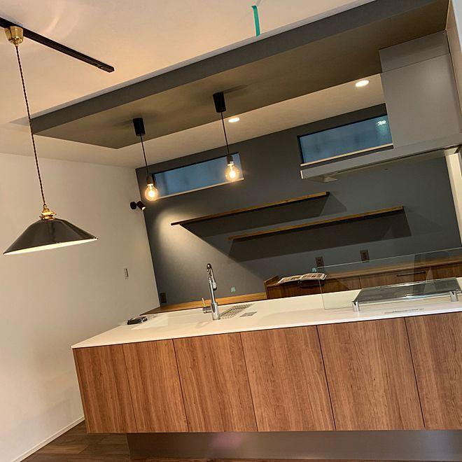 ブルーグレーの壁 ラクシーナ チェリー Panasonicキッチン キッチンの