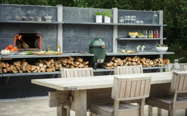 Love how they've integrated the grill and pizza oven. With room for wood!