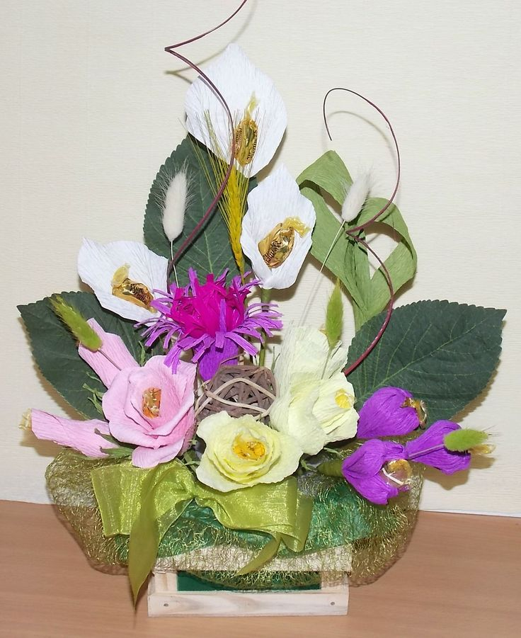 Aranjament flori cu bomboane www.venellagift.ro
