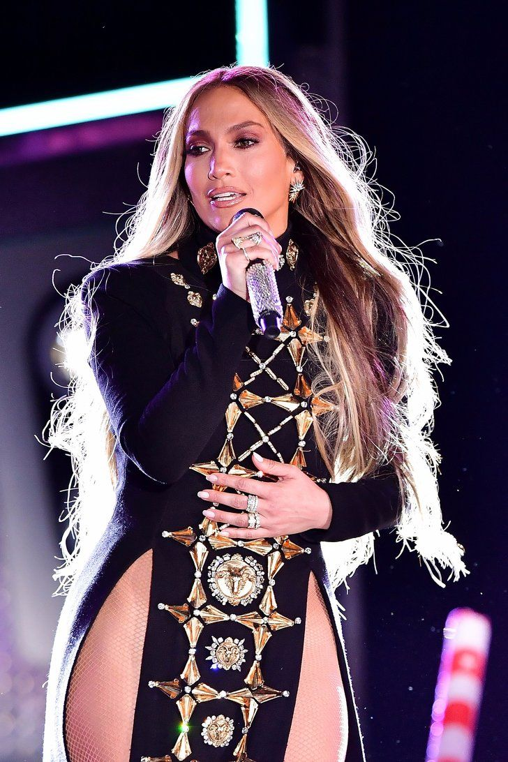 """Watch Jennifer Lopez Own the Stage For Her First Performance of """"Ni Tu Ni Yo"""""""