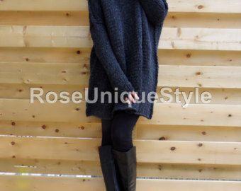 Objectgegevens   Hoe comfortabel, eenvoudig en stijlvol dit zou ontaarden in uw kast maken een grote mate van comfort tot uw val / winter stijl. Ongelooflijk zacht, gezellig en warm.  De kleur is bleek munt met een vleugje room.  Het garen die ik voor die trui gebruikte is een combinatie van acryl, wol en mohair.    Uniek patroon past perfect vrijwel elk type van het lichaam.  De lengte van de trui is ongeveer 32 inch vanaf de nek naar beneden.  Er zijn duim gaten voor gemakkelijk dragen…