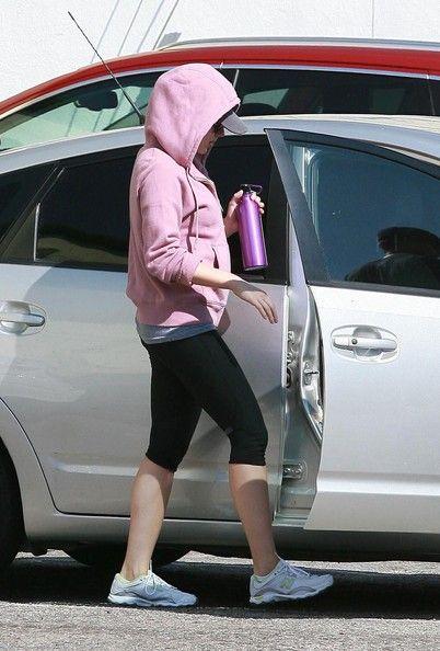 Scarlett Johansson - Ryan Reynolds And Scarlett Johansson Leaving The Gym