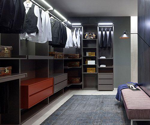 Livarea Interior Designer Begehbarer Kleiderschrank