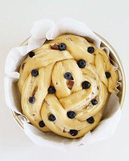 Påskebollekake med vaniljekrem og Kvikk Lunsj - Hver gang vi spiser
