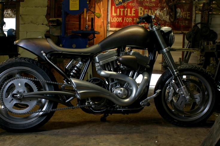 The look says cafe sport, but the forward controls say WTF?  Interesting use of a Harley 883 Sportster.