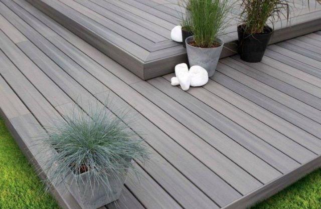 terrasse en bois composite gris à deux niveaux