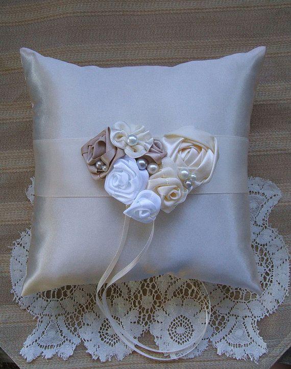 Anello nuziale al portatore cuscino LAUREN Available in avorio o bianco