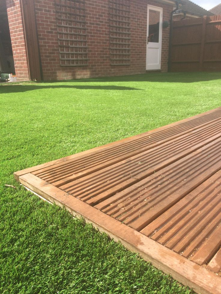 An excellent example of what #artificialgrass can do for your garden! We offer a quality product that requires minimal effort and easy maintenance – just a brush or sweep every now and again. No more lugging the lawn mower or weed trimmer this winter (and not just winter...summer, autumn and spring). With our artificial grass you can have a perfect lawn all year round and FEEL the difference, too. Contact us today for a free survey!
