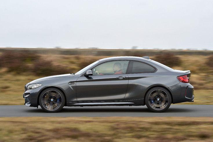 Gleiche Leistung, halber Preis – kann der BMW M2 trotzdem mit dem Porsche 911 Carrera mithalten? Ein Test.