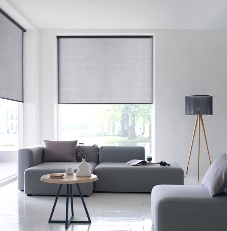 rolgordijnen grijs in woonkamer | Verkrijgbaar bij Rolgordijnwinkel.nl | Interieur | binnenzonwering | gordijn | LIF