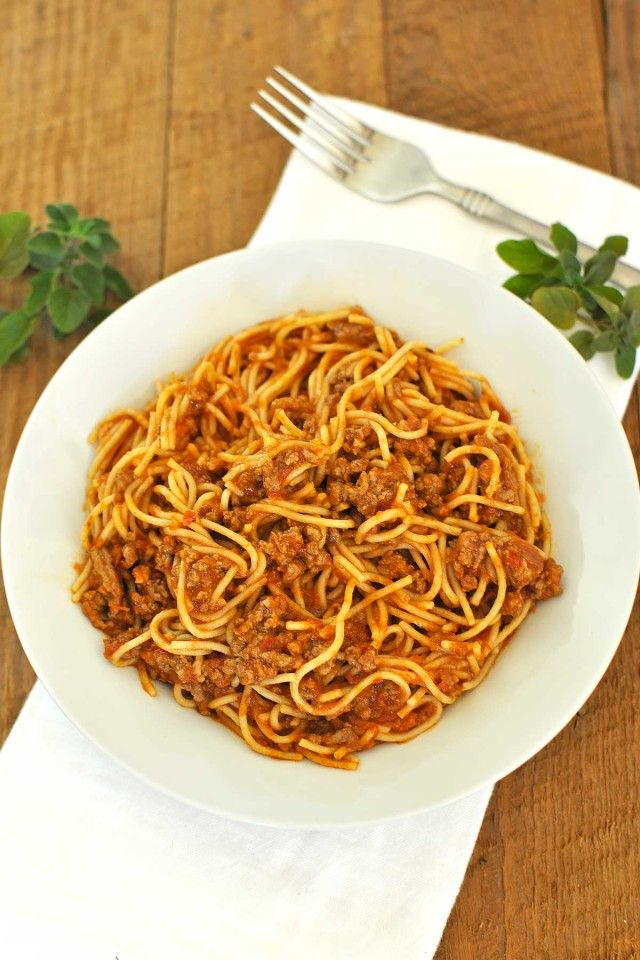 15 minute Spaghetti Bolognese http://www.beckysbestbites.com/15-minute ...