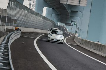 Self-Driving Nissan Electric Car Takes to Highway - Speakeasy - WSJ12/2