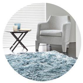 Découvrez le tapis shaggy, ses avantages et les endroits propices à la pose de ce tapis confortable. #tapis #tapisshaggy #conseiltapis #tapisconfortable #tapismoelleux #tapisdoux