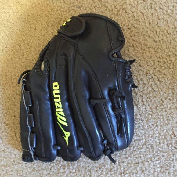 Mizuno softball glove Softball glove used for one season. Mizuno Other