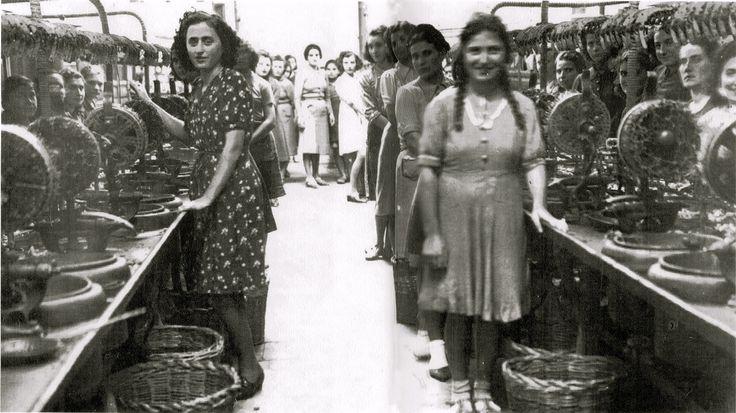 Pergola. 1935 - Operaie della Filanda 'Ferroni'