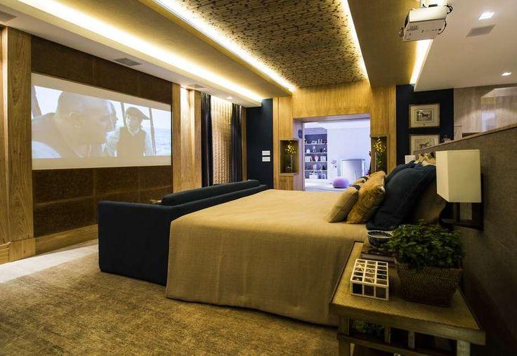 Loft do Executivo, de Roberto Negrete: o dormitório foi decorado pensando no aconchego, já que usou madeira nas paredes e decoração puxada para tons da natureza. O quadro proporcionou mais descontração ao ambiente Foto: Bruno Santos
