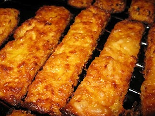 Cauliflower breadsticks - to try: Easy Cheesy, Breadsticks Recipes, Paleo Breadsticks, Cauliflowers Breadsticks Paleo, Cauliflower Breadsticks, Breads Sticks, Healthy Food, Cooking Recipes, Cheesy Breadsticks