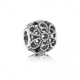 Pandora opengewerkte zilveren bedel met Rozen 791282, prachtige opengewerkte bedel die perfect zal staan aan jouw armband.