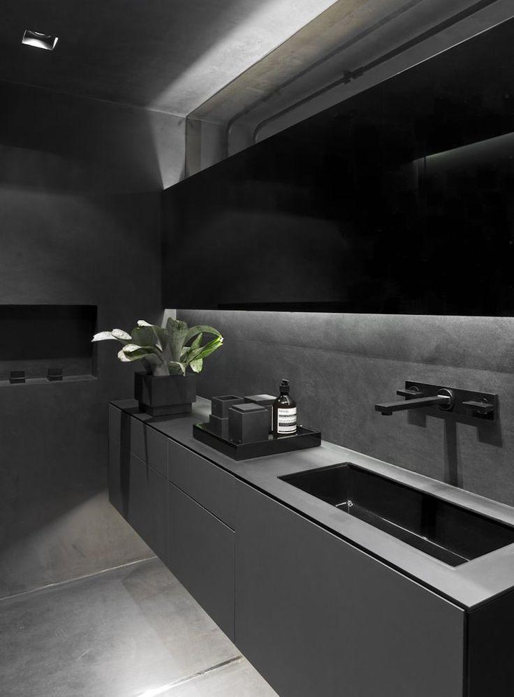 Industrieller Dachboden mit einem offenen Plan und einer kühlen chromatischen Palette
