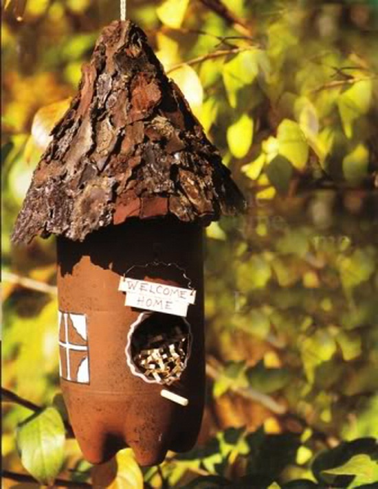 upcycled bird-feederPop Bottle, Birdhouses, Plastic Bottles, Birds Feeders, Bird Feeders, Fairies House, Birds House, Sodas Bottle, Crafts