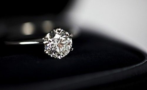 Simply perfect round solitaire, thin band. Nothing crazy just the one stone on a single band.