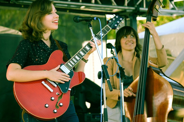 Rachael Price & Bridget Kearney from Lake Street Dive - one of the best up & coming young bands out there