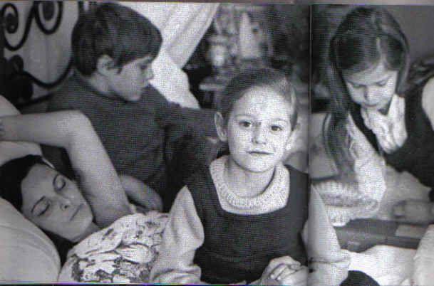 Miguel Bosé con su madre Lucía y sus hermanas Paola y Lucía Dominguín