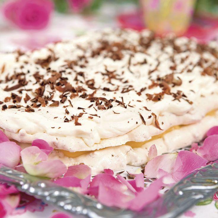 Krispigt och krämigt - allt på en gång i denna ljuvligt goda tårta.