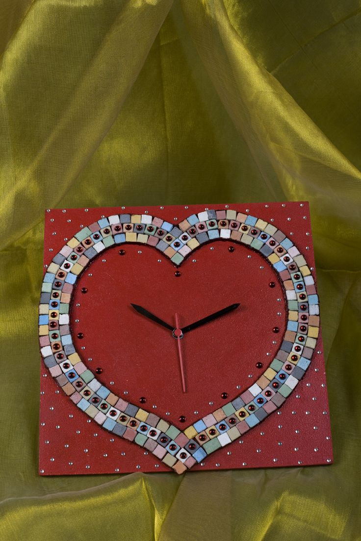 Gift your Valentine a handmade heart-shaped wall clock following easy tutorials by Hobby Ideas. To make this unique Valentine's day gift, Click here!