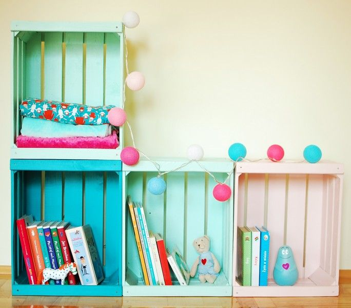 Pojemnik na zabawki Skrzynka może zamienić się w  ciekawy regał na książki. Zobacz inne pojemniki na zabawki i meble dla dzieci. Zapraszamy!