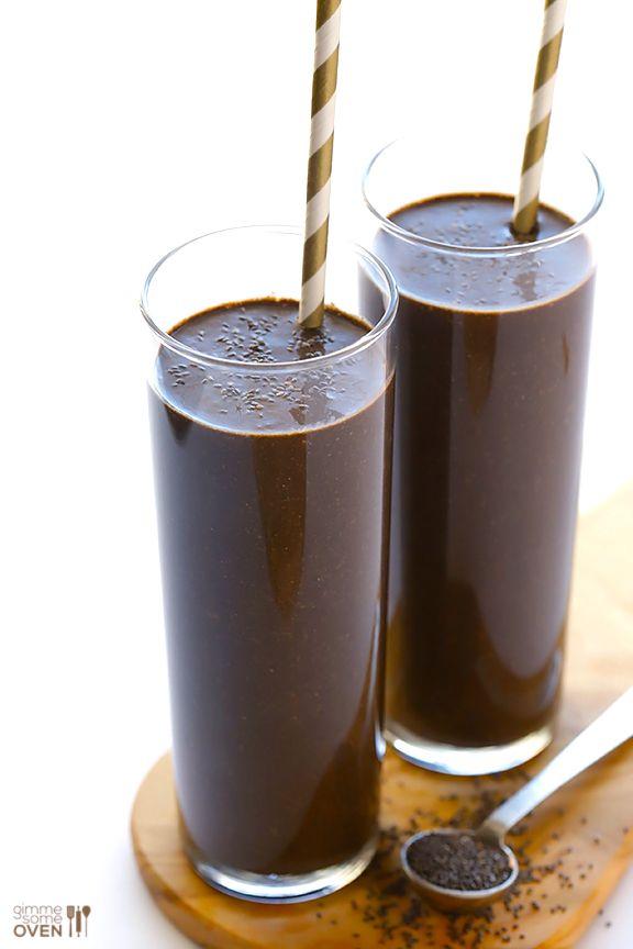 Banane, Milch (ggf. Mandelmilch), Spinat, Kakao, Vanille, viele Chia-Samen