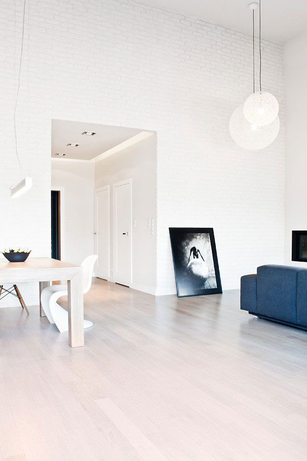 Entrancing Minimalist White Exposed Brick Wall Interior Design Ideas With  Cool Natural Oak Wood