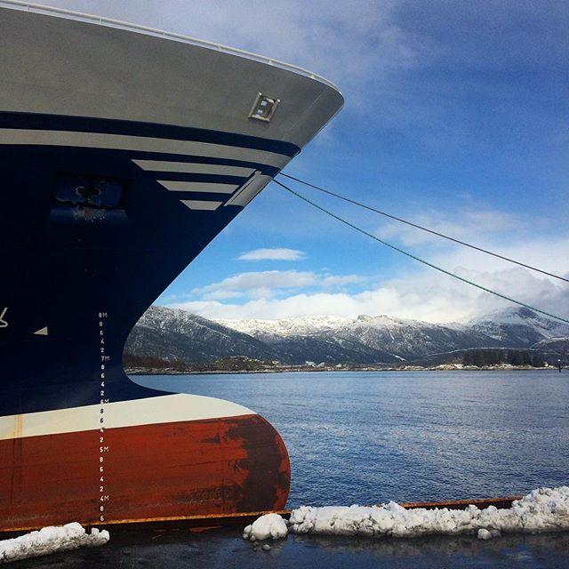 The Shape of a Fishingboat ------------------------------ A Shot from last week i Florø, the westernmost city of Norway. ----------> #florø #kinn #fishingboat #fiskebas #shape #bulb #landscape #sea #ocean #fishing #fjordkysten #hav #sjø #visitnorway #sognogfjordane #bluesky #mountains #snow #winter #tide #rollsroyce #pelagic #havn #baug #båt #ship #vestlandsrevyen #nrksfj
