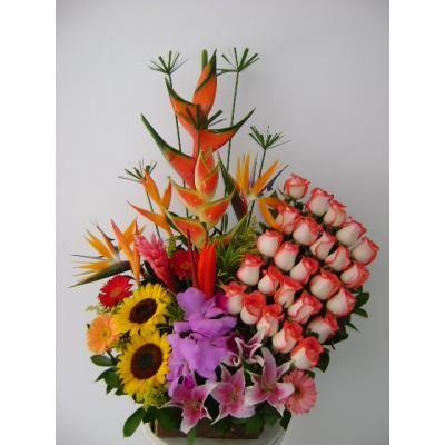 Somos distribuidores directos de flores en Bogotá y a nivel nacional Arreglos florales <br /> Diseños exclusivos para toda Ocasión <br /> Asesoría y Decoración <br /> Cursos permanentes <br /> Eventos Sociales y Empresariales <br /> Ventas por mayor y al detal <br /> Servicio a domicilio